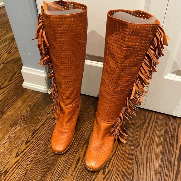 Vero cuoio orange fringe flat boots